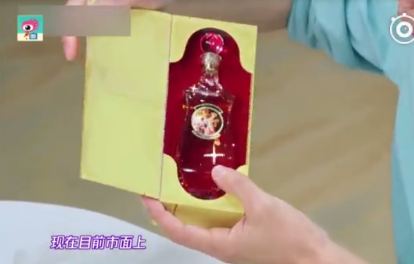 戚薇收藏的古董香水