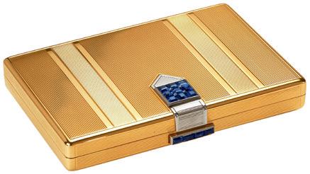 粉盒,1933 年玑镂雕花黄K金、白K金、蓝宝石Van Cleef & Arpels梵克雅宝典藏