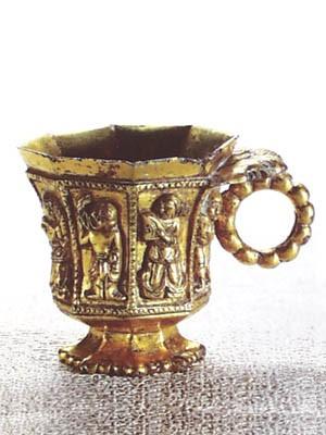 经过千年岁月打磨的唐代舞伎八棱金杯