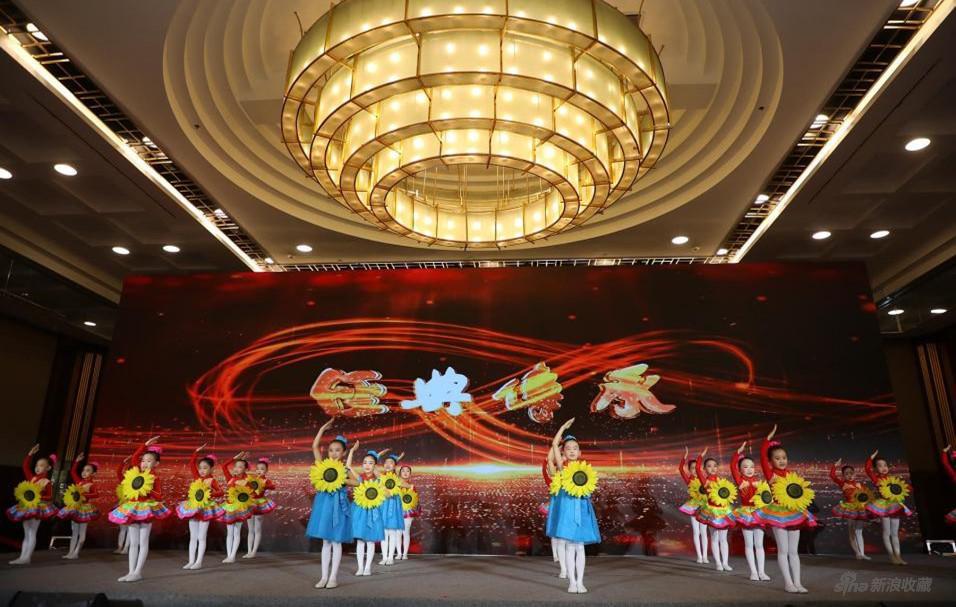 双华少儿艺术团红色经典歌曲少儿联唱表演
