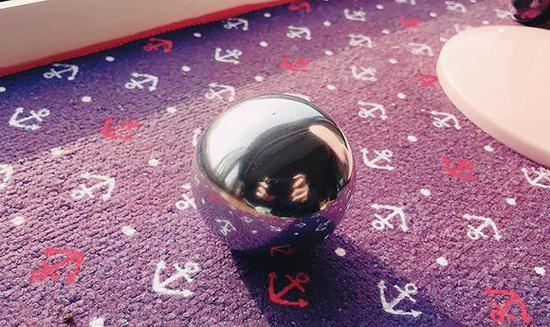 日本网友在社交平台晒出的铝箔球
