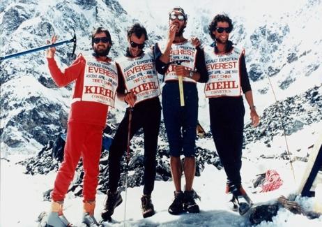 """Kiehl's科颜氏赞助""""珠穆朗玛峰88""""探险队在没有氧气供给的条件下首次成功登顶"""