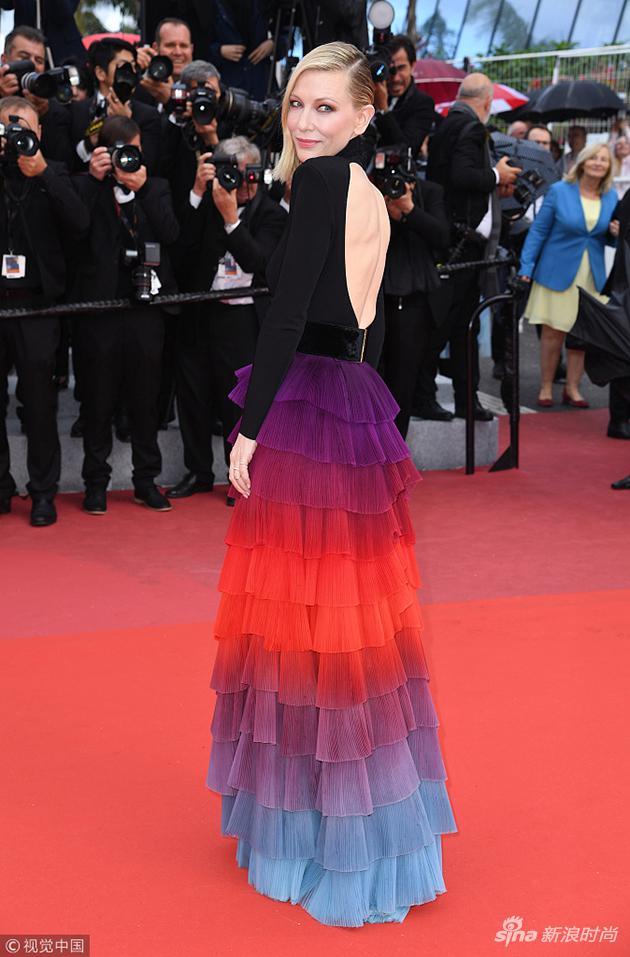 裙子的背後更是設計的玄機所在