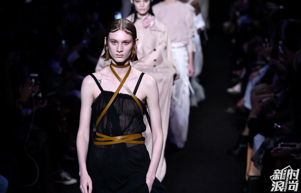 Ann Demeulemeester 2019巴黎春夏时装周秀场