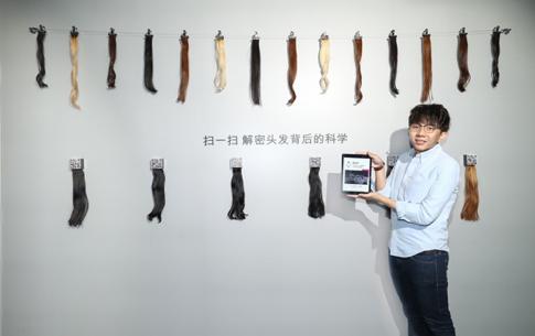 戴森工程师Weijie展示戴森对头发科学的研究