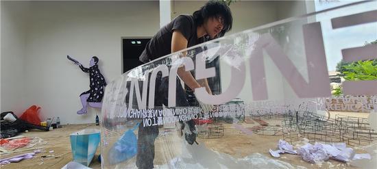 艺术家王海龙创作过程