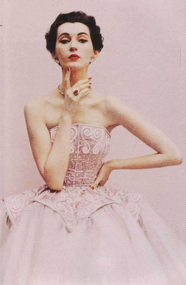 一代名模朵薇玛 | Dior曾700万买她的照片 却沦落为服务员