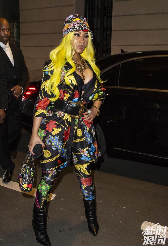 Versace秀场外的Nicki Minaj