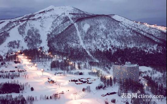 新雪谷美景,图片来源:powderhounds.com