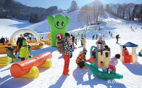 孩子们不滑雪也能玩得很尽兴