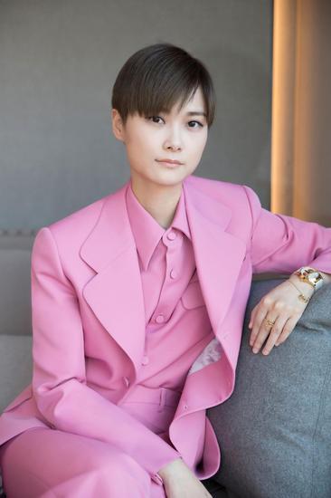 李宇春亮相2018 Gucci腕表首饰新品预览鸡尾酒会