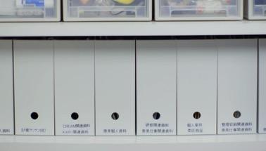 文件、证件资料用专属资料盒收纳,方便查找