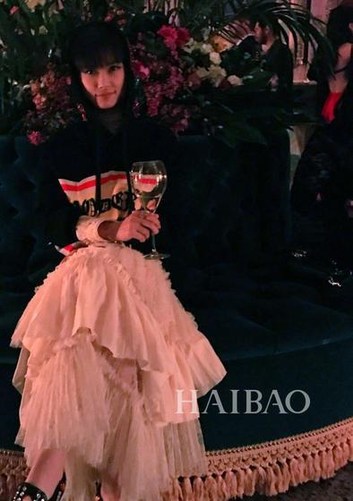 粉红色纱裙