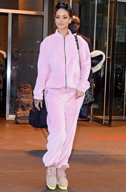 蕾哈娜私服也要粉粉的