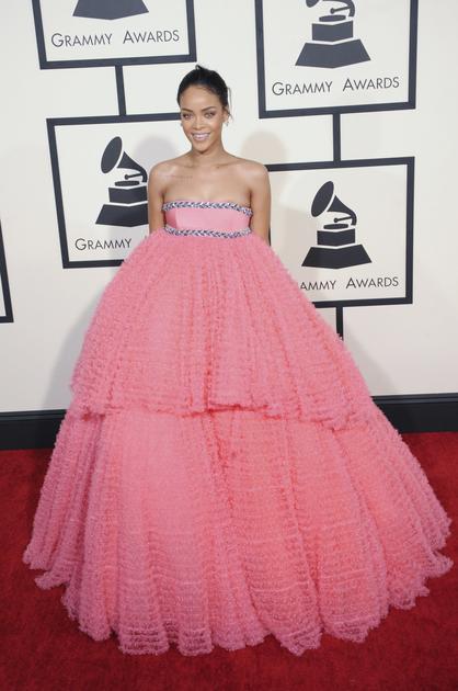 蕾哈娜红毯穿粉色蓬蓬裙