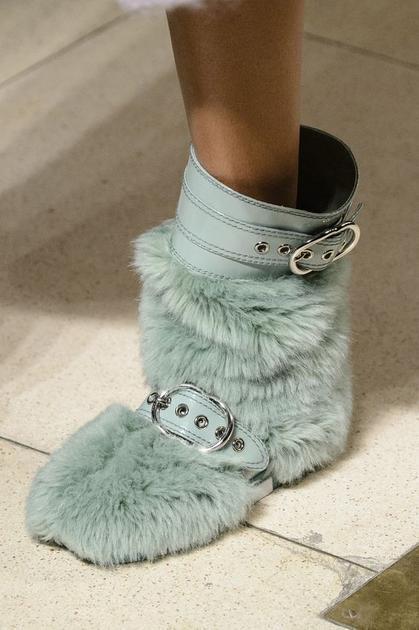 秀场中毛绒中靴