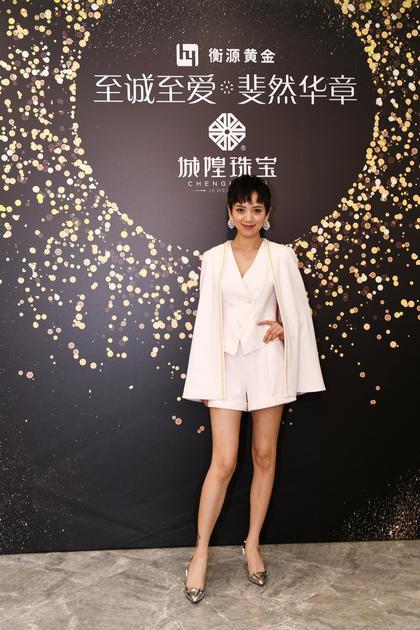 著名演员李晓峰佩戴Fei Liu珠宝的漫天新铂金钻石耳环出席活动