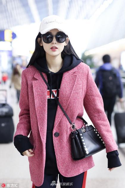 娜扎粉红西装温暖时髦 雪肌红唇显精致面庞妩媚王妃霸道王
