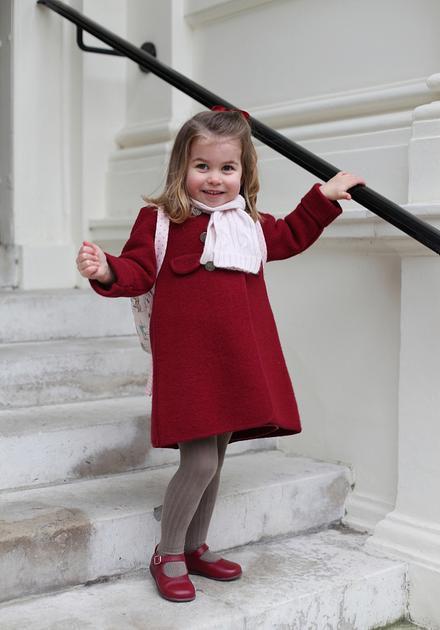 英国夏洛特小公主迎来幼儿园第一天