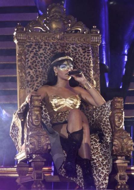 """演唱会的""""王座""""都是豹纹款"""