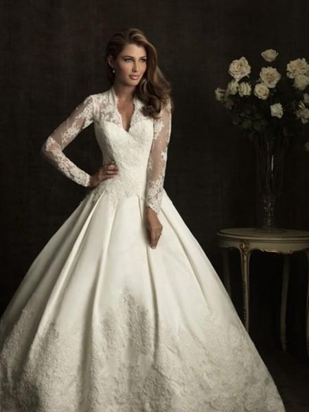 蕾丝刺绣打造唯美奢华婚纱