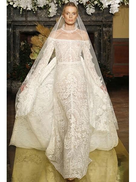 蕾丝材质打造华丽繁复的婚纱