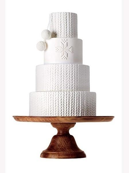 白色的针织花纹婚礼蛋糕