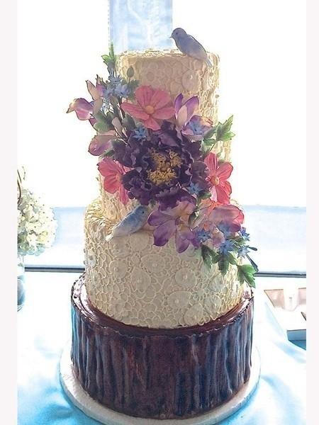裹着蕾丝的蛋糕