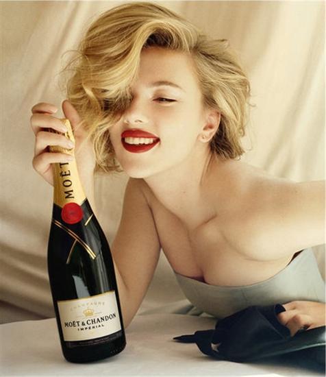 Scarlet Johansson为酩悦拍摄的照片轰动一时