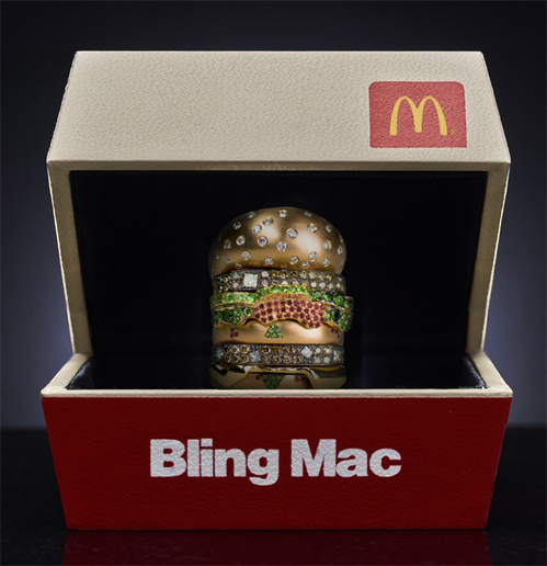 Bling Mac还有一个逼真的汉堡盒作为戒指盒