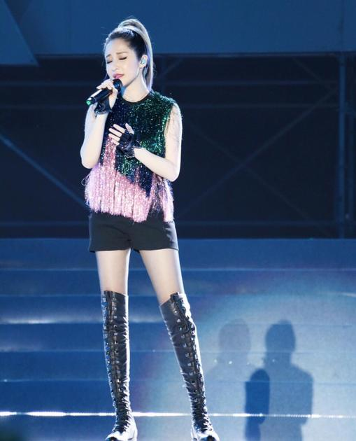 萧亚轩的长腿造型