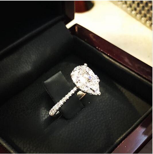 来自Nadis Diamonds品牌的梨形切割钻戒