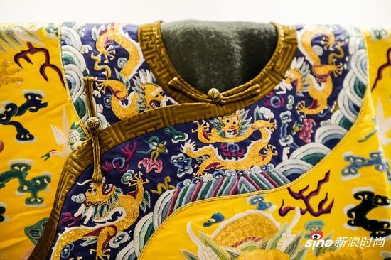 京绣作品:龙袍