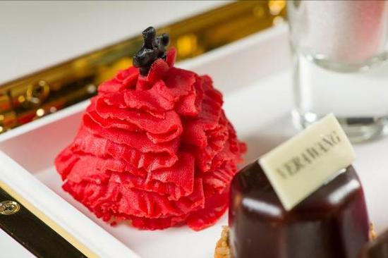 北京华尔道夫酒店呈现Katherine红色婚纱主题下午茶
