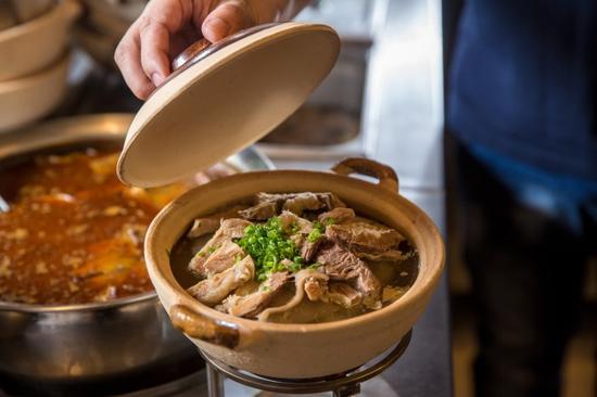 清汤牛腩煲