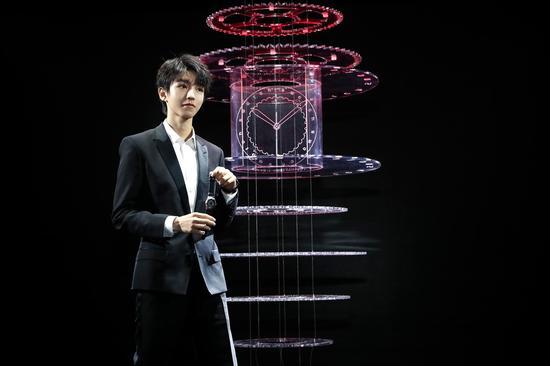 斯沃琪全球品牌形象代言人王俊凯为斯沃琪天猫超级品牌日盛典精彩揭幕