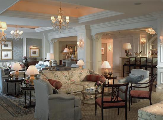 欧式庄园风格的大堂酒廊为繁华都市酝酿出自在的惬意时光.