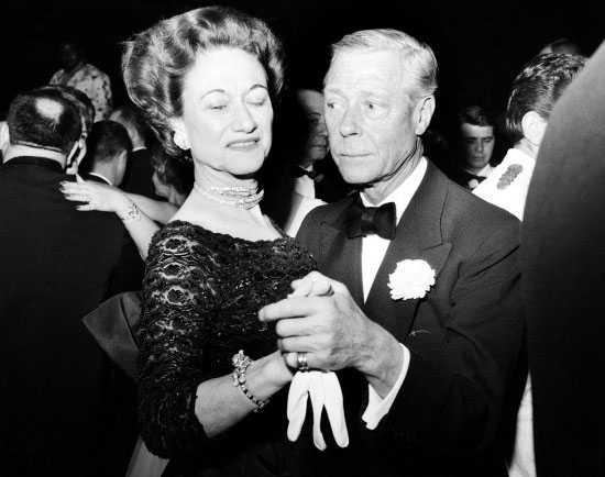 耄耋之年的温莎公爵夫人仍然钟爱这件卡地亚老虎手镯