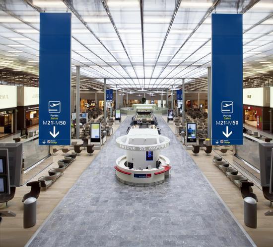 巴黎机场内部