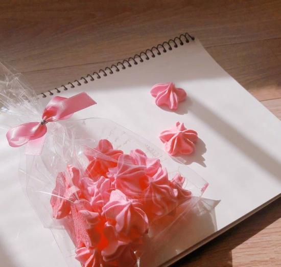 樱花蛋白霜饼干