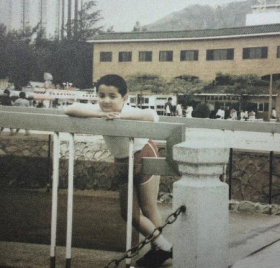 过年别愁 走在时尚前沿的童年胡歌教你get时髦pose上海巨增信息科技有限公司