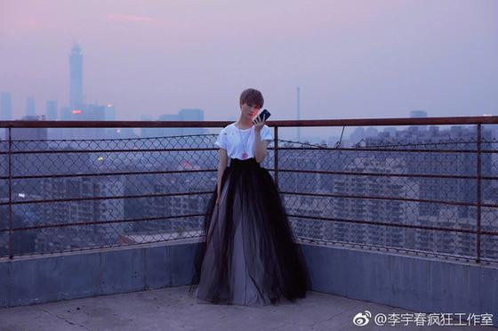 李宇春长裙