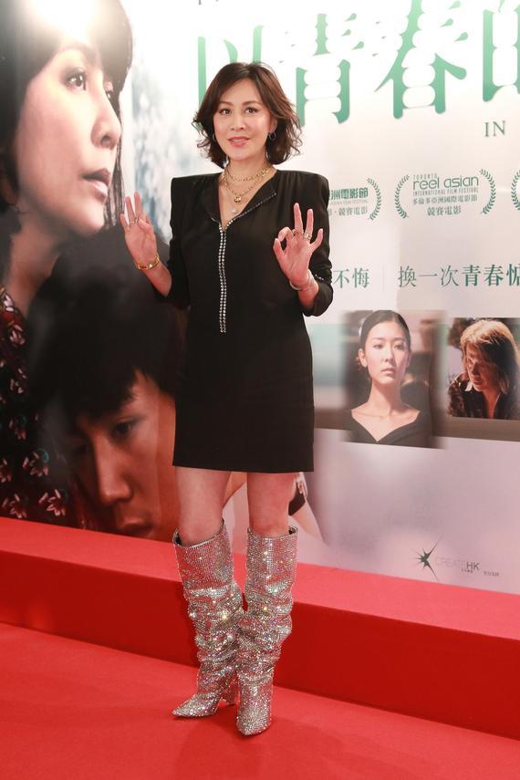 刘嘉玲黑裙配亮靴女王范儿尽显