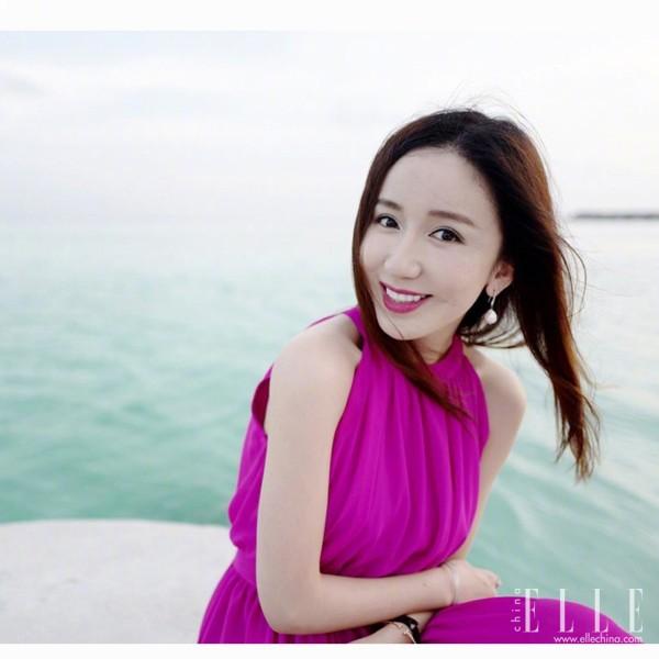生活中的娄艺潇,打扮起来也是女人味十足
