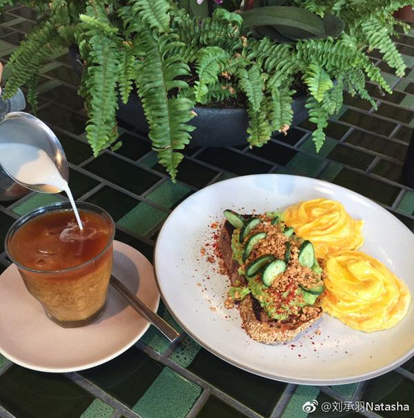 健康瘦身餐:咖啡+沙拉