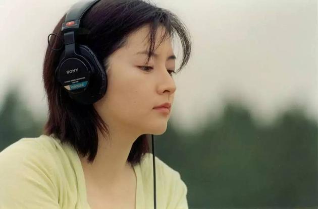 参演陈可辛执导的《春逝》,侧颜美爆啦