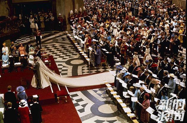 查尔斯戴安娜婚礼在圣保罗大教堂举行