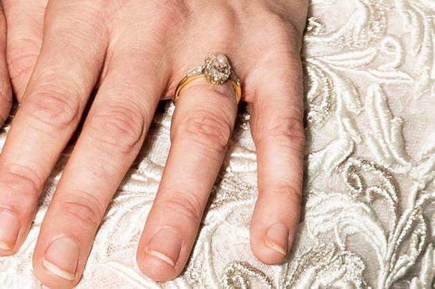 Kirsten Dunst圆形切割的钻戒