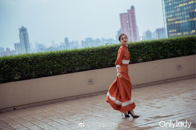 Angelababy为OnlyLady拍摄街拍大片