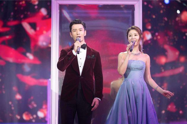 林心如与黄晓明演唱《深情相拥》